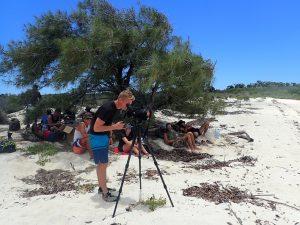 Pique-nique et observation des oiseaux migrateurs dans le grand lagon d'Europa ©Alexandre Laubin